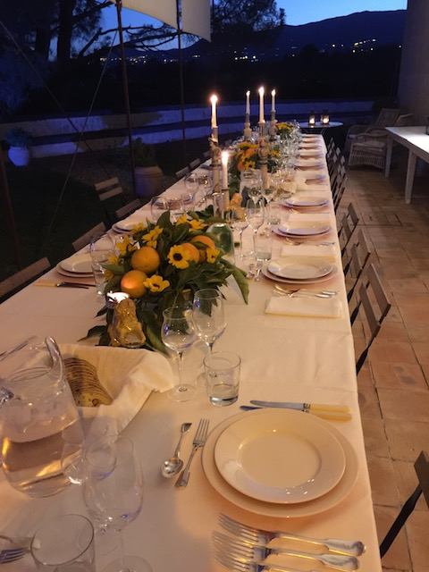 A beautiful table setting for Claudia's party .....