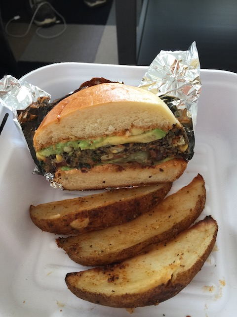 The black bean and corn burger with potato wedges - delicious ! This is half a portion of course ....