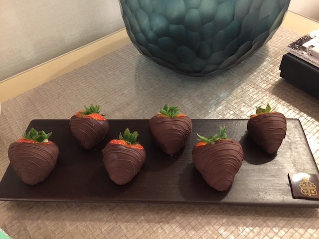Chocolate coated strawberries - in my room - now that's what I call a welcoming gift !