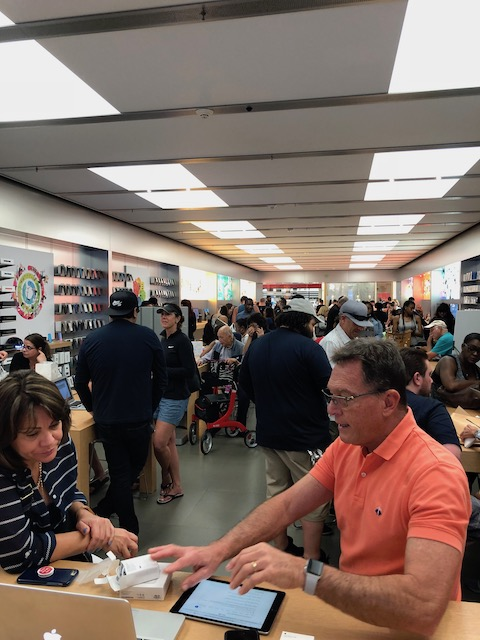 This was the Apple store in Fort lauderdale late on Sunday afternoon - they should all be at home having Super Bowl parties ....